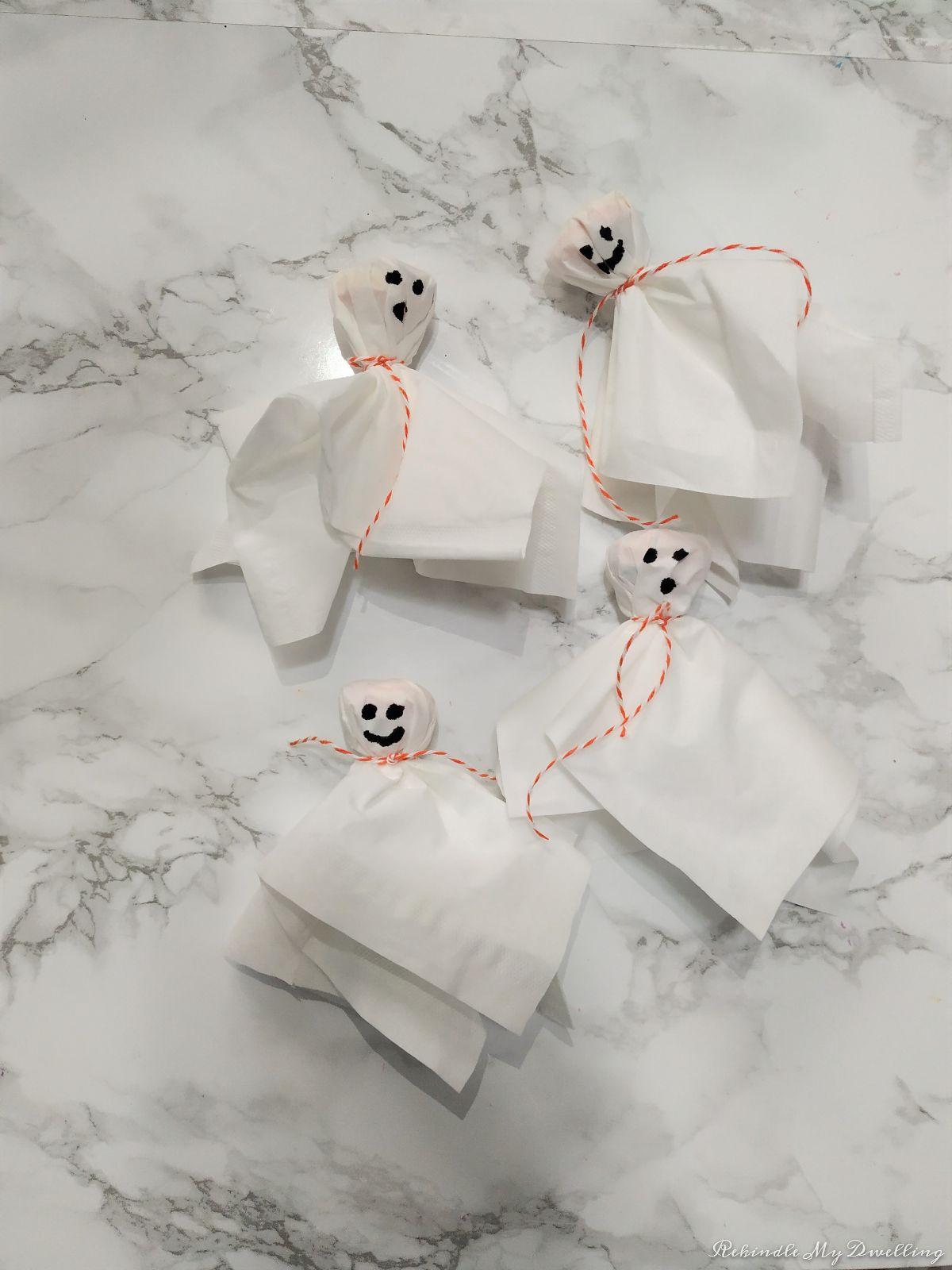 Four diy lollipop ghosts.
